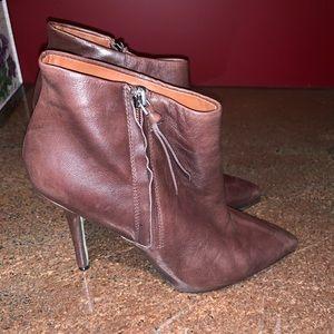 Boutique 9 jarring heel bootie chestnut brown